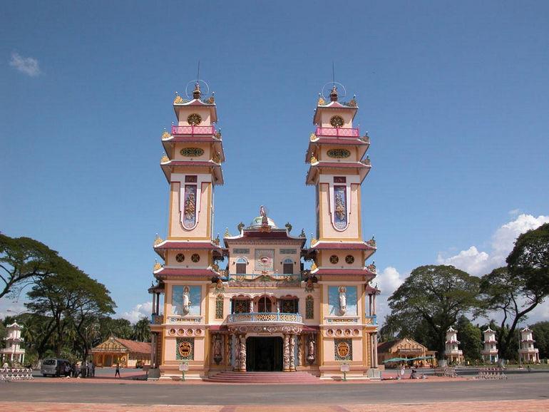 Храм Каодай в Тэйнине (Вьетнам)