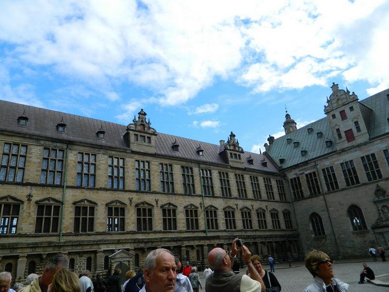 2 «Замок Эльсинора» Гамлета в Дании «Замок Эльсинора» Гамлета в Дании 210