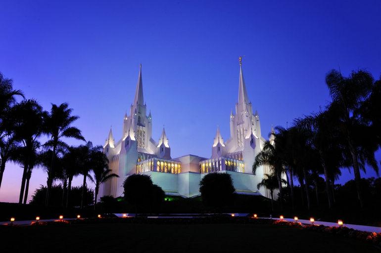 Калифорнийский храм мормонов в Сан Диего (США)