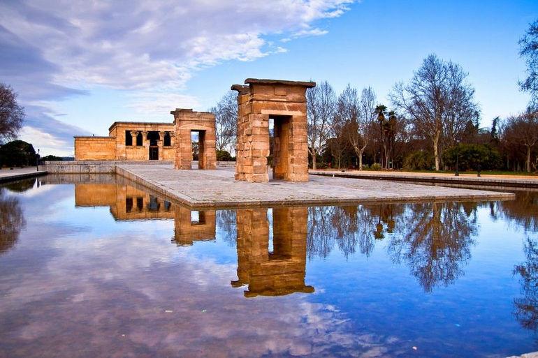 Храм Дебод в Мадриде (Испания)