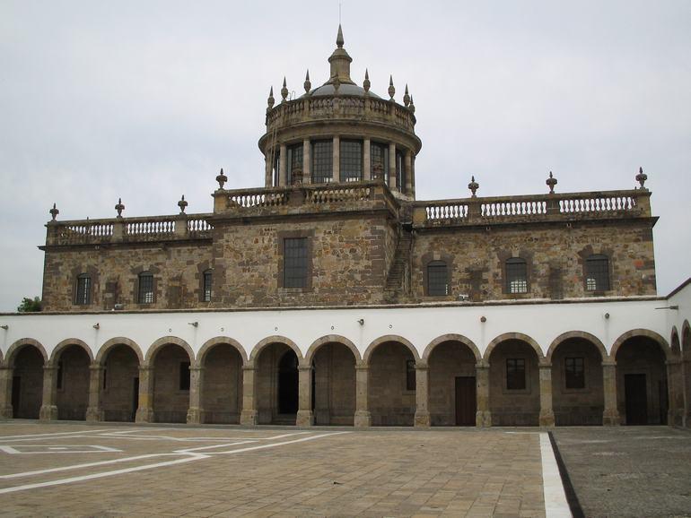 Госпиталь Кабаньяс в Гвадалахаре (Мексика)