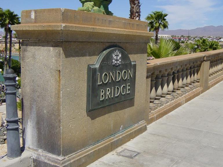 Лондонский мост над озером Хавасу (США)