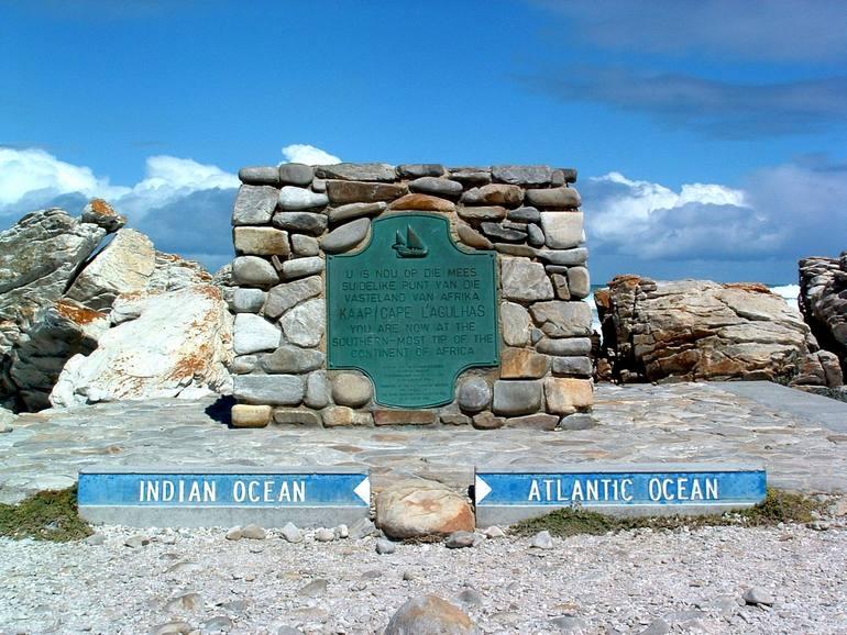 Мыс Игольный: место, где встречаются два океана