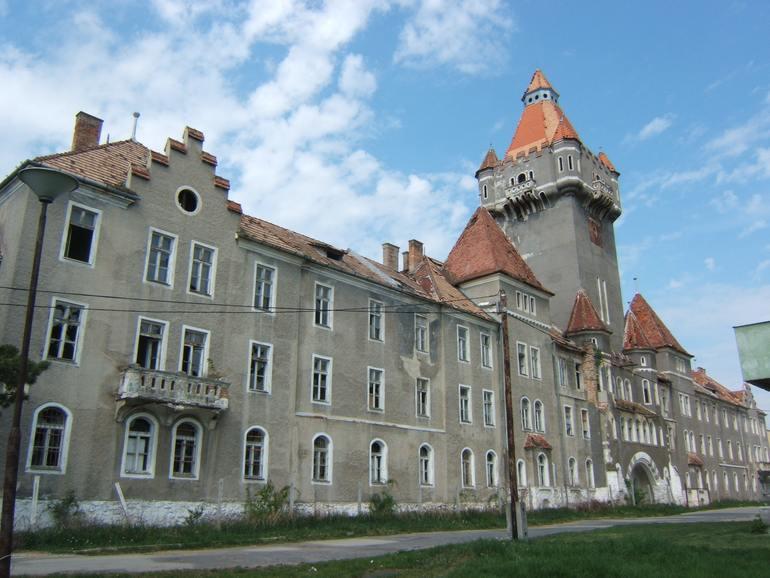 Казарма в городе Хаймашкер (Венгрия)