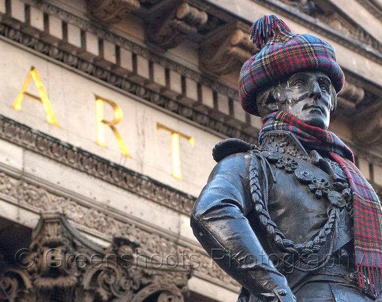 Статуя герцога Веллингтона в Глазго (Великобритания)