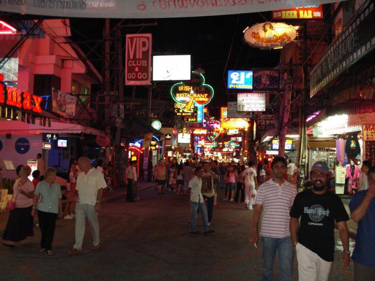 Уокинг-стрит в Паттайе (Таиланд)