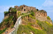 Чивита ди Баньореджо: город на холме (Италия)