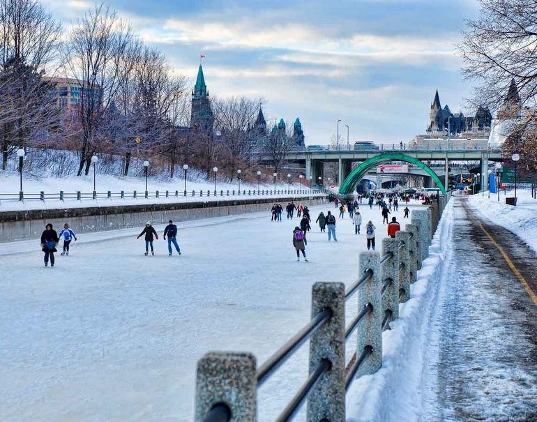 Каток на канале Ридо в Оттаве (Канада)