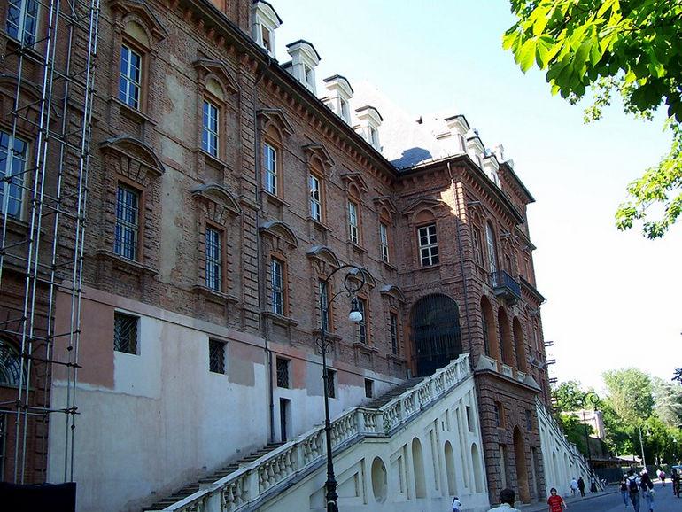 Замок Валентино в Турине (Италия)