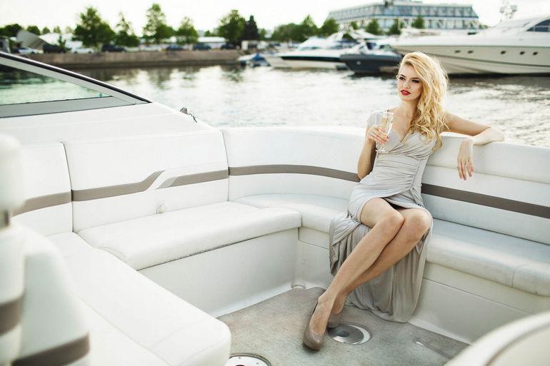 Прогулки на катере и яхте в Петербурге