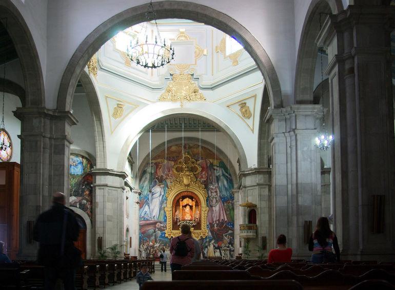 Интерьер Канделарии базилики