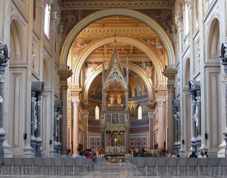Базилика Сан Джованни ин Латерано в Риме (Италия)