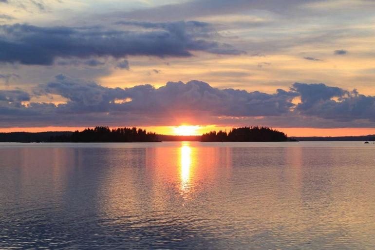 Почему вы должны остаться в плавучем доме на озере Пяйянне?