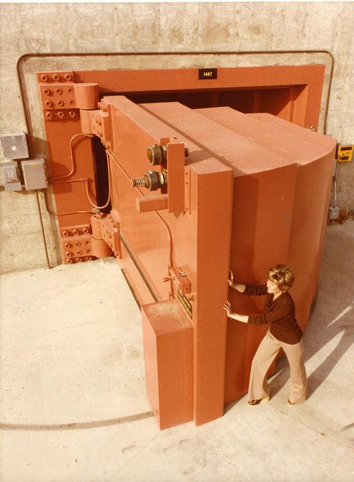 Дверь Lawrence Livermore Laboratory