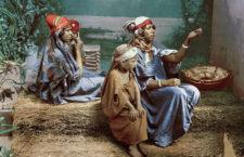 Семейство бедуинов попрошаек в тунисской столице