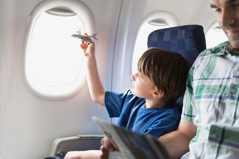 Советы путешествующим на самолете с маленькими детьми