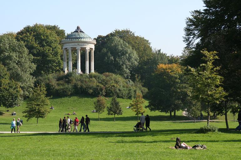 Английский сад в Мюнхене: один из самых больших парков в мире