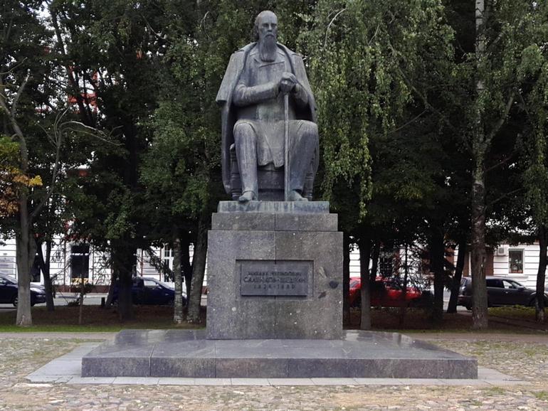Тверь. Памятники писателям