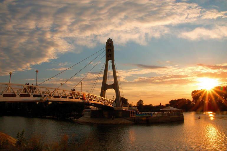 Мост поцелуев в Краснодаре (Россия)