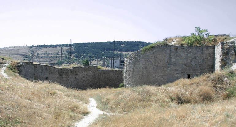 Генуэзская крепость в Феодосии: одна из старейших крепостей Крыма