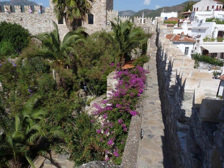 Исторический замок в Мармарисе (Турция)