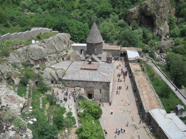Гарни и монастырь Гегард: когда вера двигает камни