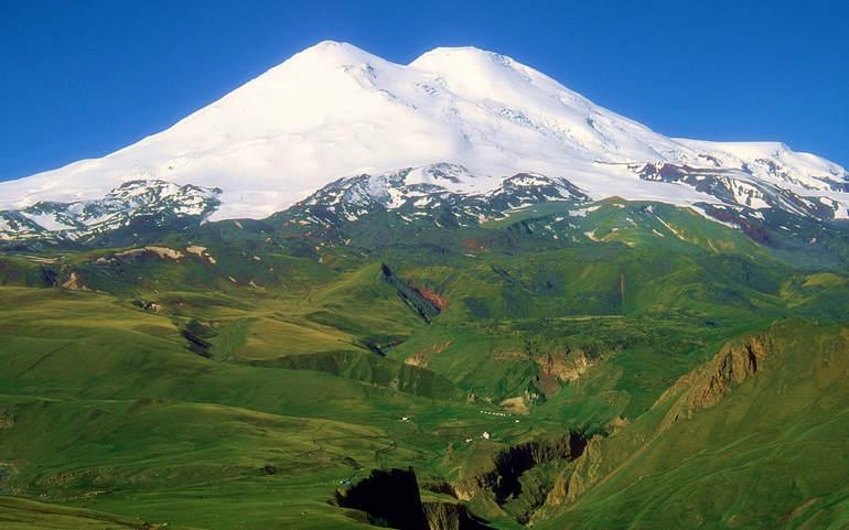 Эльбрус – самая популярная вершина среди туристов и альпинистов