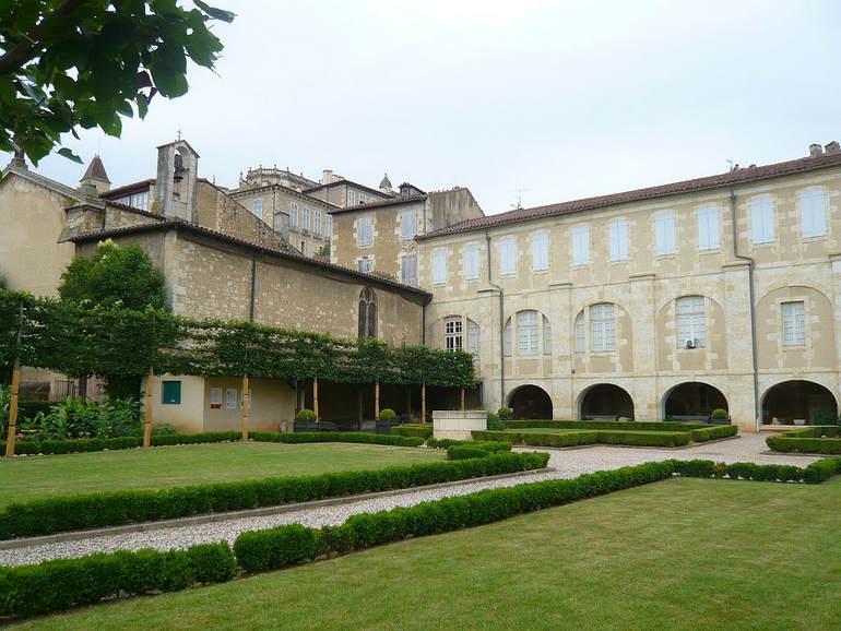 Город Ош: столица провинции Гасконь (Франция)