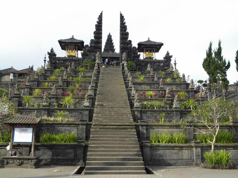 Храм Пура Бесаких на Бали
