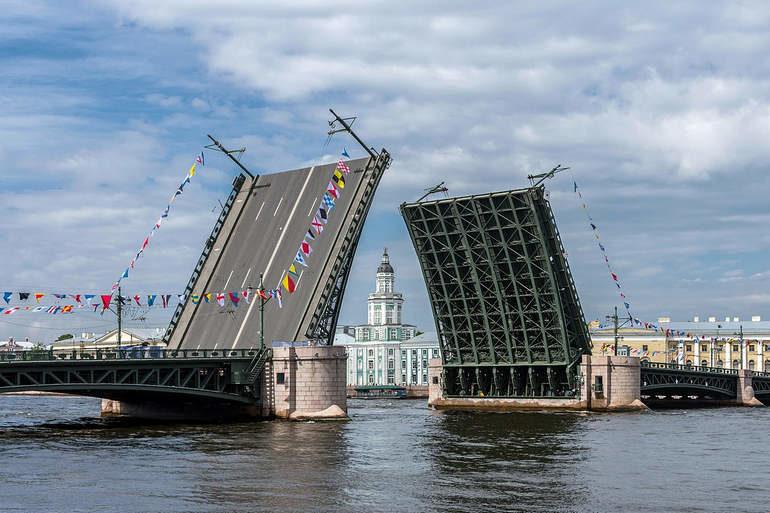 Эхо восторгов и наслаждений: Легендарный дворцовый мост
