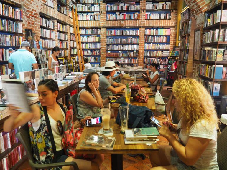 Abaco: книжное кафе в Картахене (Колумбия)