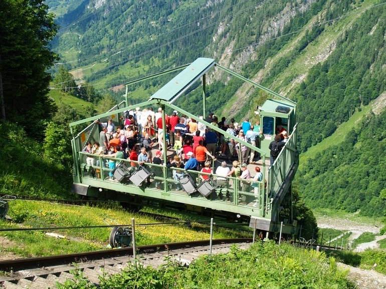 Lärchwandschrägaufzug лифт поднимает туристов