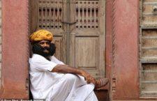 Гирдхар Вьяс и его самые длинные усы в мире (Индия)