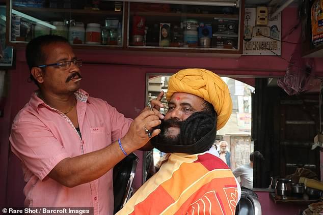 Личный парикмахер Гирдхара Вьяса