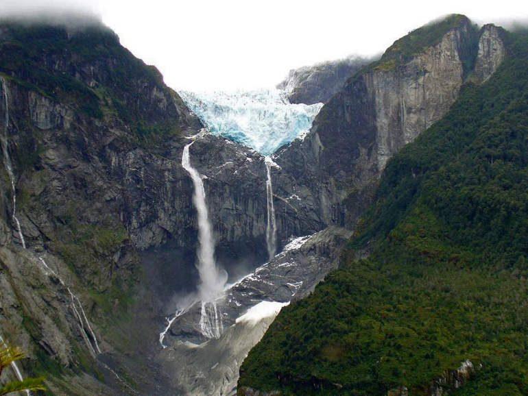 Глейсер водопад Ventisquero Colgante (Чили)