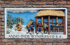 Gevelstenen: фасадные таблички в Амстердаме