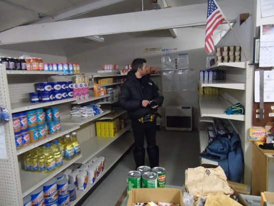 Магазин на острове Малой Диомиды (Остров Крузенштерна) на Аляске