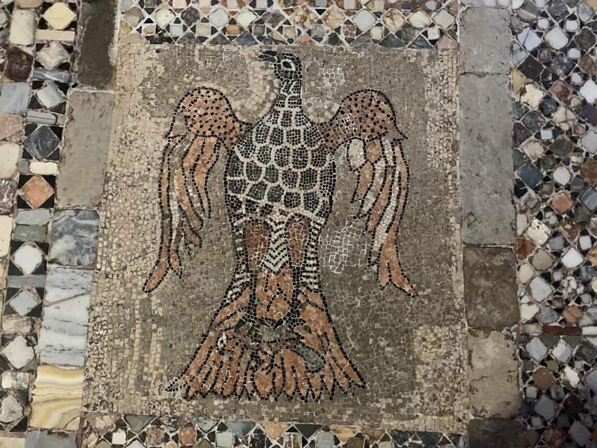 Напольная мозаика в базилике Санта-Мария-э-Сан-Донато