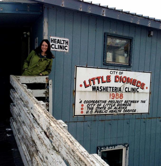 Фото клиники на на острове Малой Диомиды (острове Крузенштерна)