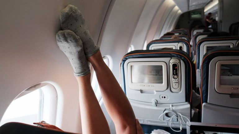 Ценные шарфы и носки, забытые в самолётах