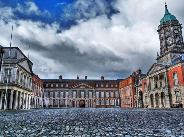 Дублинский замок на цветной фотографии из Ирландии