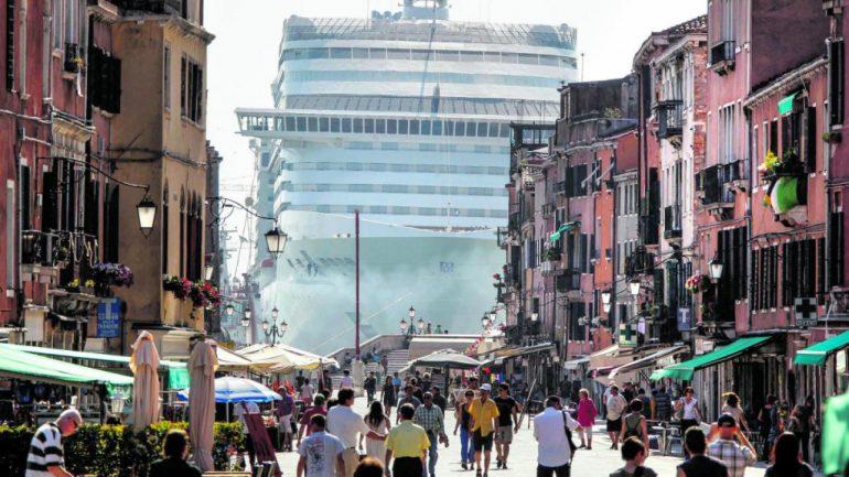 Венеция вводит «въездной налог», а затем и допуск в город только по предзаказу