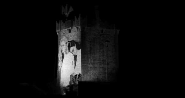 Как создавали граффити на стене замка Кахер в графстве Голуэй - видео