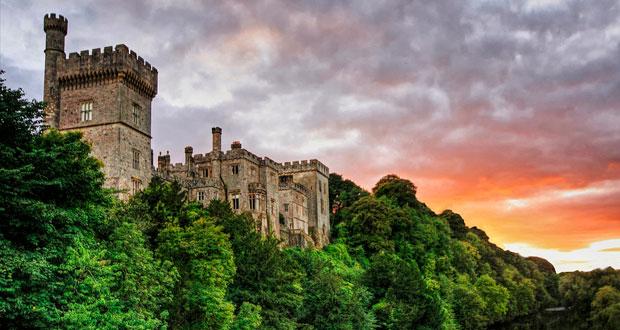 Замок Лисмор на фоне заката
