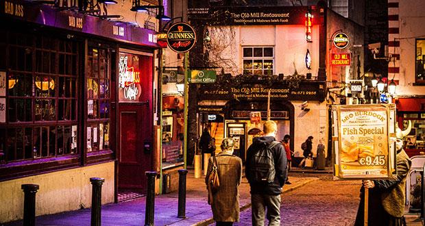 Вечерний вид на Район Темпл-Бар в Дублине