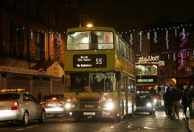 Автобус в Дублине в вечернее время