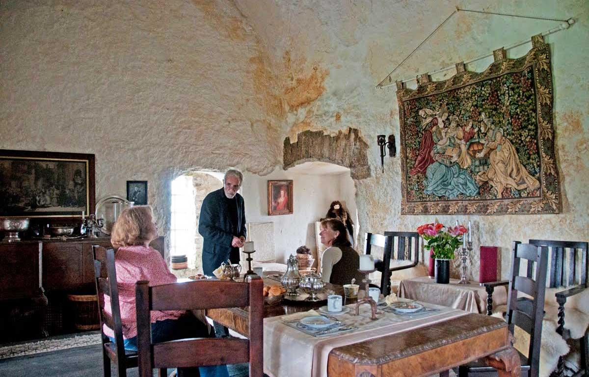 Так выглядит чаепитие в стенах замка Клонони.