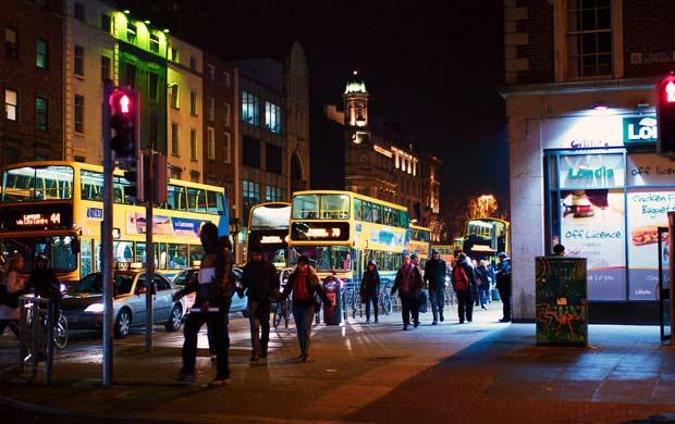 Дублинские улицы в ночное время полны туристов