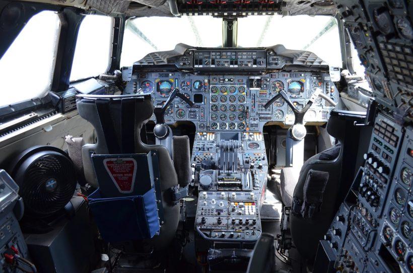 Может ли обычный авиапассажир сам посадить самолет в случае нештатной ситуации?