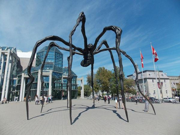 Памятник пауку, Оттава, Канада